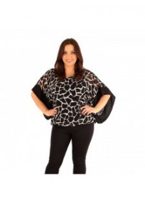 """tunique grande taille - top kimono imprimé girafe en voile noir et blanc Lili London """"Jodi"""" (porté face)"""